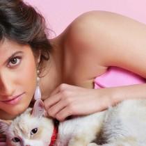 Smiley Suri Latest Wallpaper With Cute Cat
