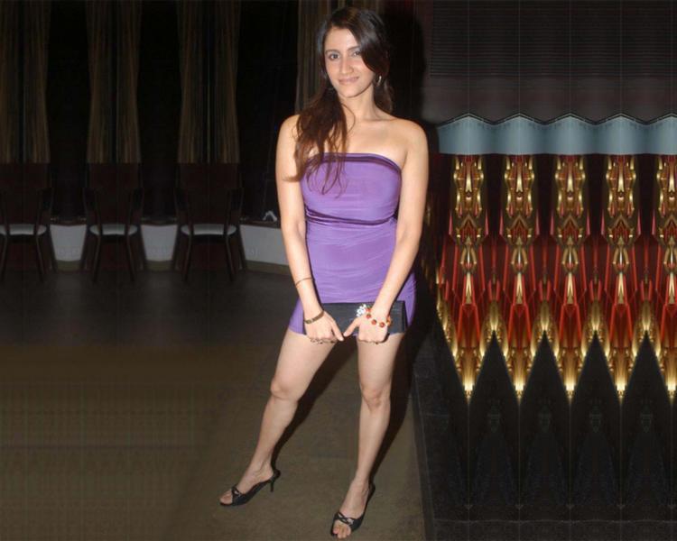 Smiley Suri Sleeveless Dress Gorgeous Wallpaper