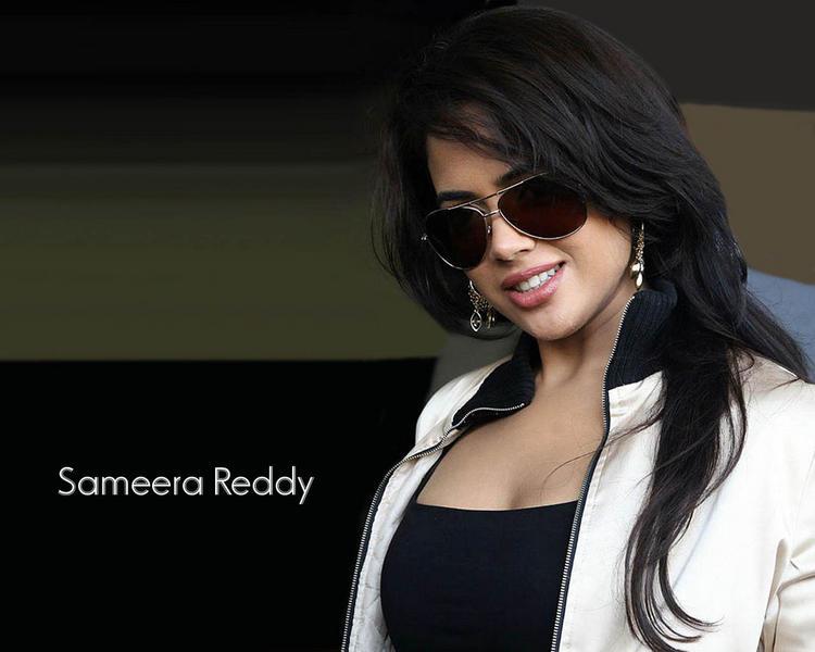 Smilling Beauty Sameera Reddy Cute Stylist Wallpaper