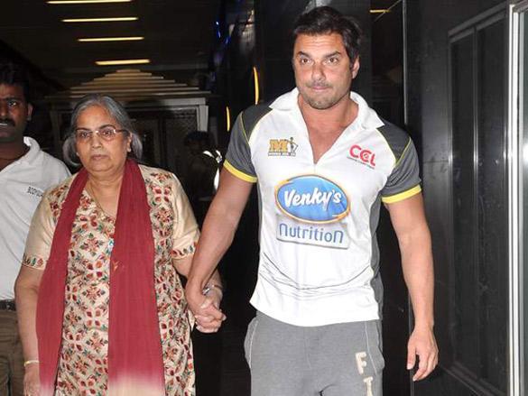 Sohail Khan Spotted Returning from Dubai