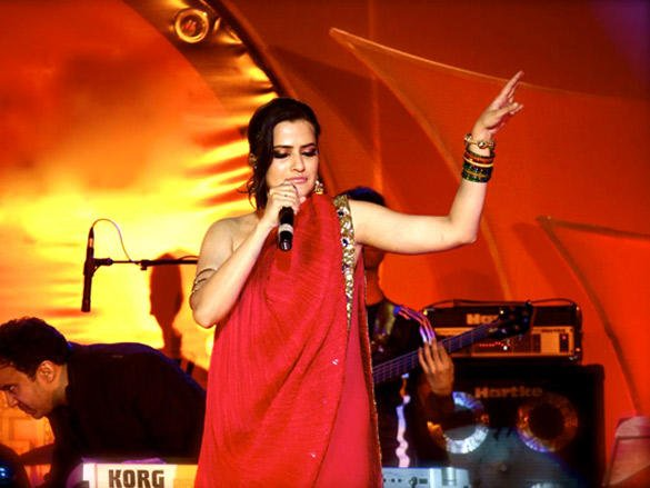 Sona Mohapatra sizzles in Delhi for New Year 2012 Bash