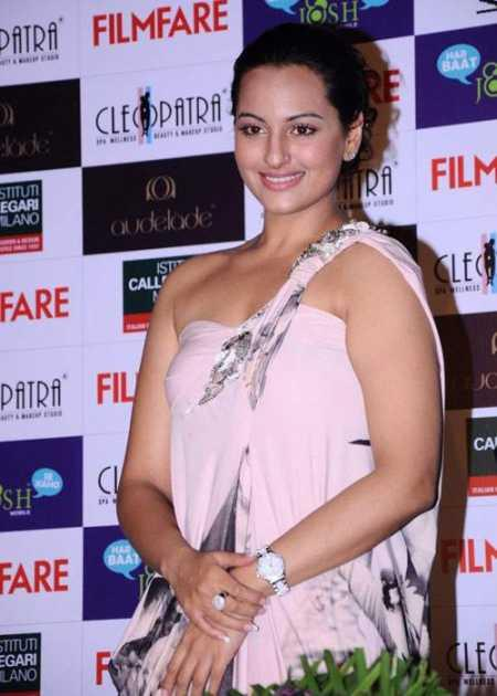 Sonakshi Sinha Sweet Look Still at Filmfare