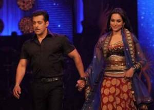 Sonakshi Sinha Walk Ramp With Salman