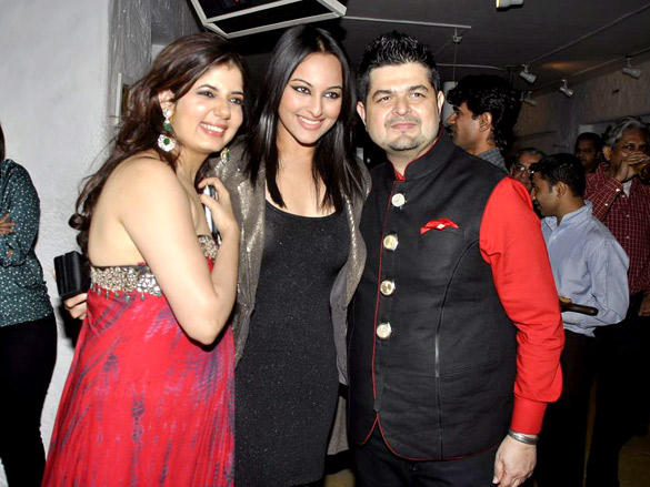 Sonakshi with Dabboo and Manisha at Ratnani's 2012 Calendar Launch