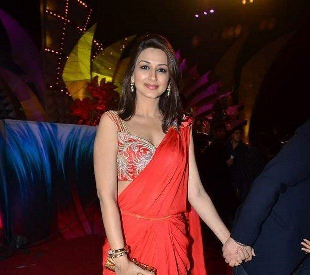 Sonali Bendre Sexy Red Saree Beauty Still