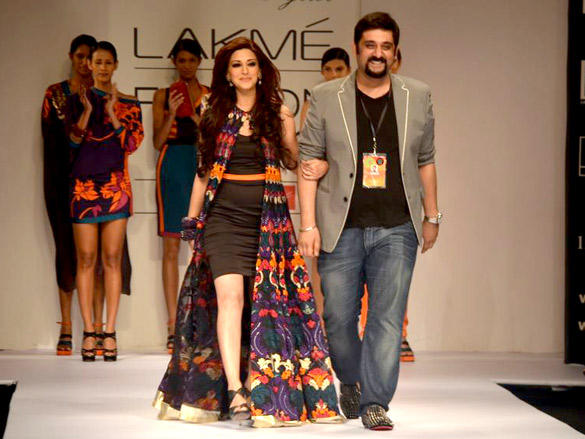 Sonali Bendre walks for Siddhartha Tyler at LFW