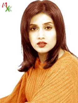 Sonali Kulkarni Cute Lips Gorgeous Wallpaper