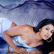 Sonali Kulkarni Latest Spicy Wallpaper