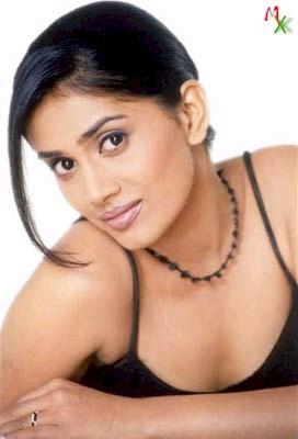 Sonali Kulkarni Spicy Look Wallpaper
