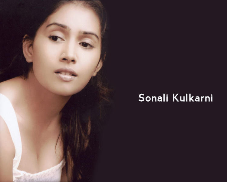 Sonali KulkarniSizzling Hot Sexy Look Wallpaper