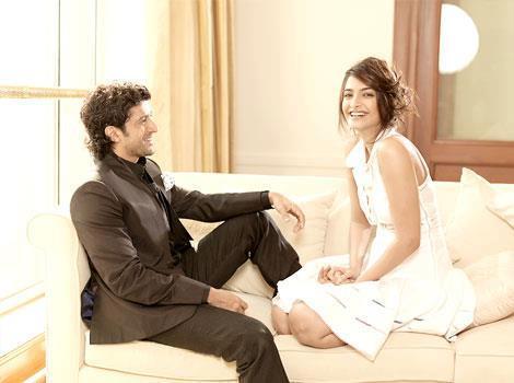 Sonam Kapoor,Farhan Akhtar Cute Smile Pic Photoshoot