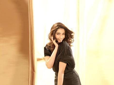 Sonam Kapoor Cute Pose For HT Brunch
