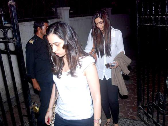 Sonam Kapoor Pays Tribute to Mona Kapoor