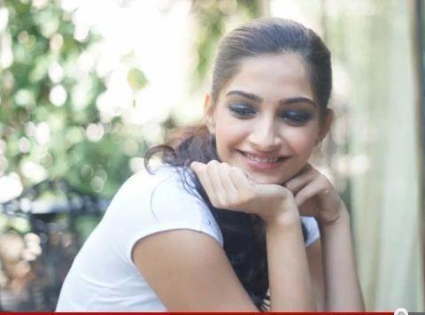Sonam Kapoor Sweet Smile Stunning Pic
