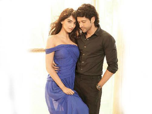 Sonam Kapoor and Farhan Akhtar Romancing Photoshoot For HT Brunch