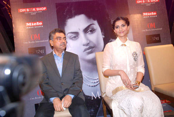 Sonam Kapoor at Khalid Mohammed's Book Launch