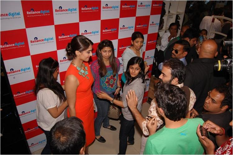 Sonam Kapoor Chating with her Fans At Reliance Digital, Pune