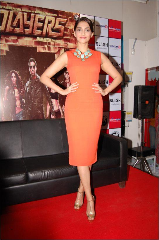 Sonam Kapoor Stand up Pose at Reliance Digital, Pune