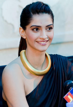 Sonam Kapoor in Dubai to promote her movie