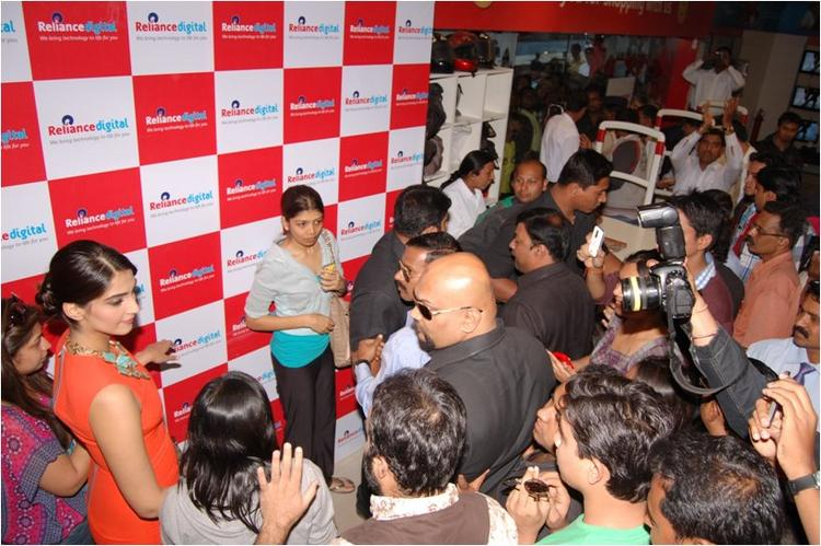 Sonam Kapoor talking to fans At Reliance Digital, Pune