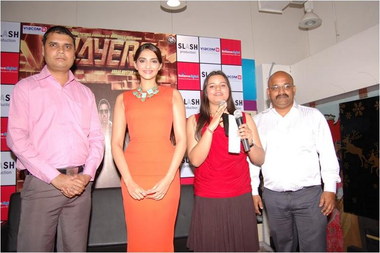 Sonam Kapoor with Staff At Reliance Digital, Pune
