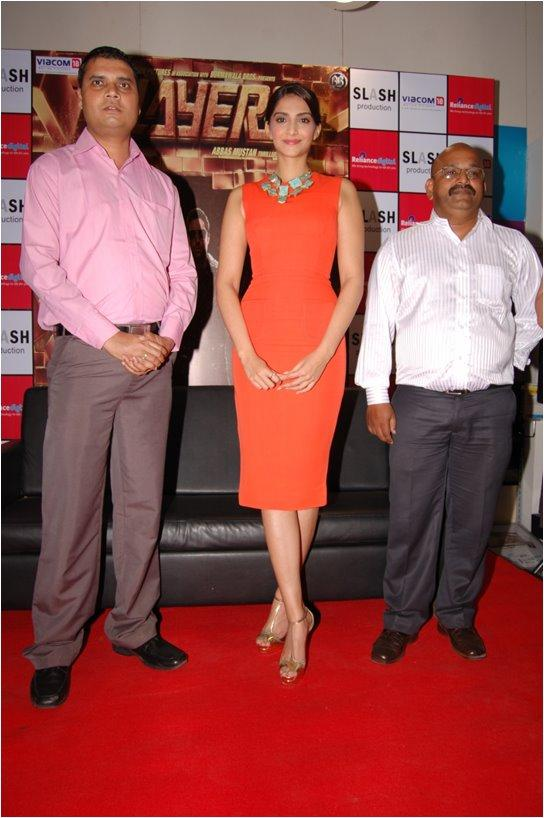Sonam Kapoor with Staff At Reliance Digital, Pune