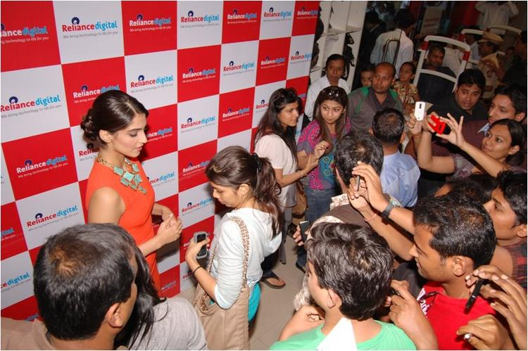 Sonam Kapoor with fans At Reliance Digital, Pune
