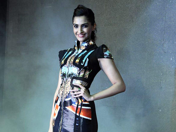 Sonam poses for the photo at InOrbit mall, Mumbai