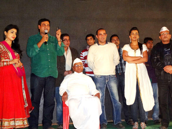 Special screening of Gali Gali Chor Hai held for Anna Hazare