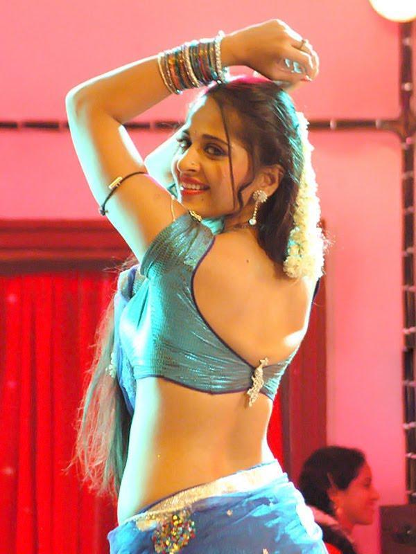 Spicy Anushka Shetty Sexy Back Exposing Film Pic