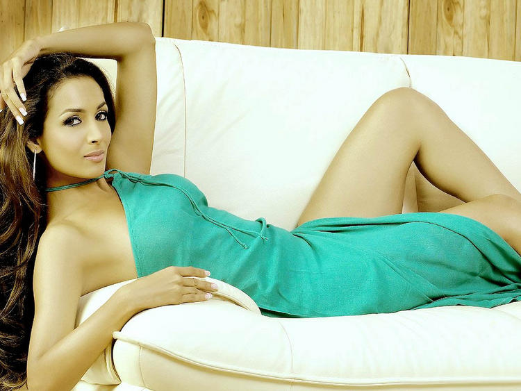 Spicy Bollywood Babe Malaika Arora Wallpaper