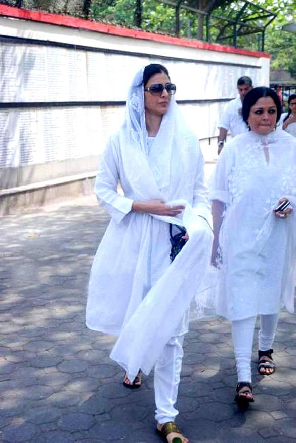 Tabu at Mona Kapoor's Funeral