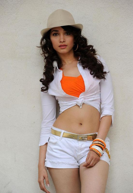 Tamanna Mini Dress Navel Pic In Badrinath Movie