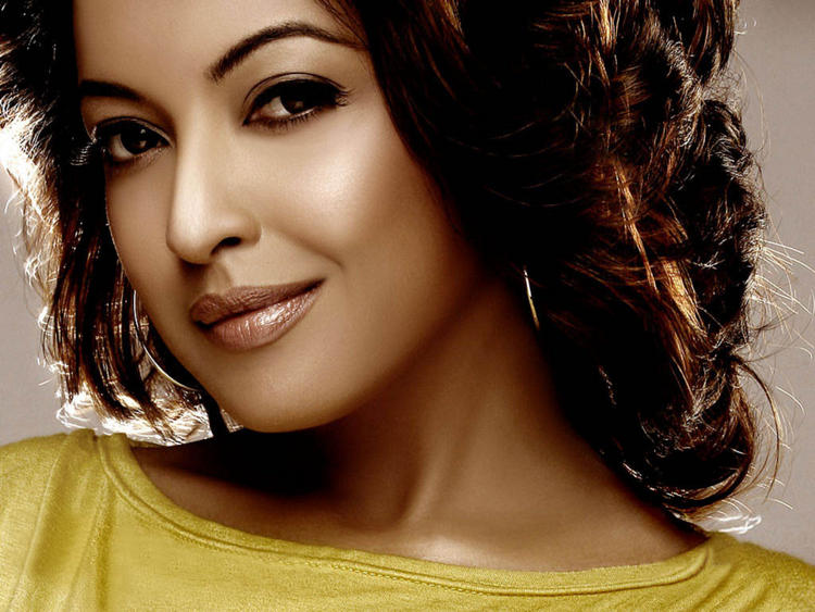 Tanushree Dutta Romantic Face Nice Look