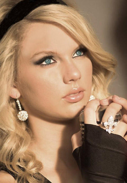 Taylor Swift Beautiful Sexy Eyes Look