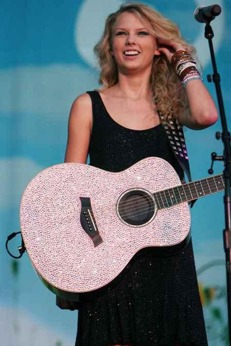Taylor Swift Performance Still