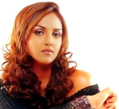 Tell Me Oh Khuda Movie Esha Deol Red Hair Wallpaper