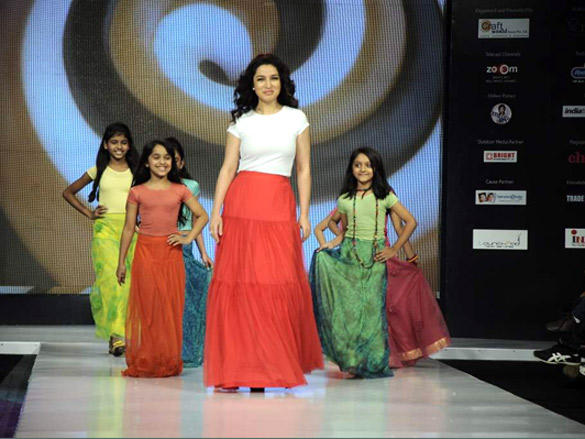 Tisca Chopra walk for Sonali Mansingka