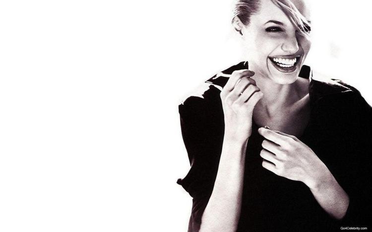 Top Hollywood Actress Angelina Jolie Wallpaper