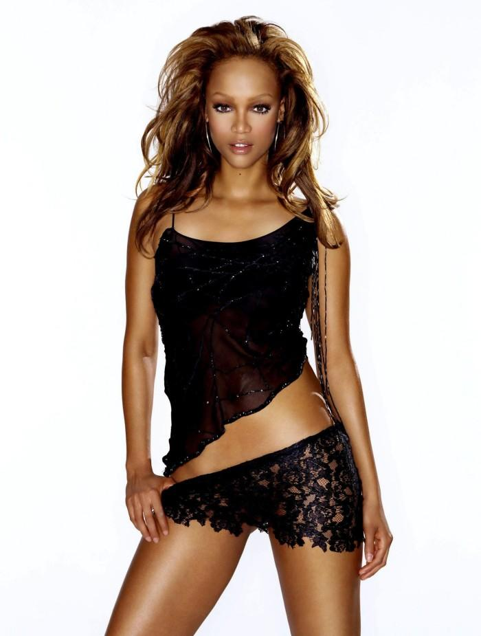 Tyra Banks Hot Dress Sexy Photo Shoot