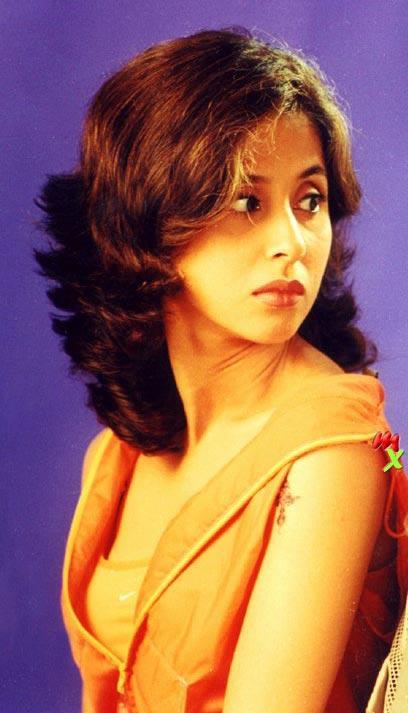 Urmila Matondkar Cute Hot Gorgeous Wallpaper