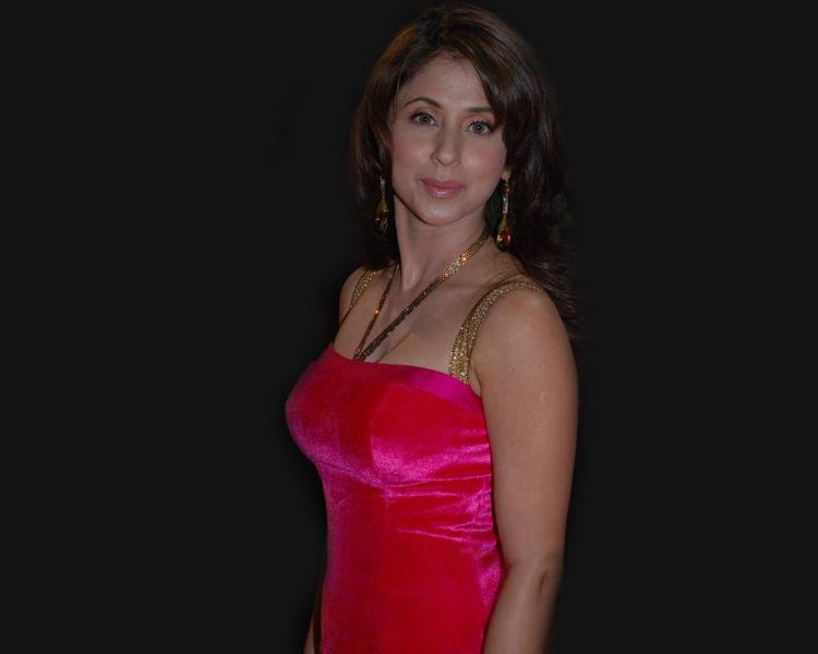 Urmila Matondkar Looks Glamourous