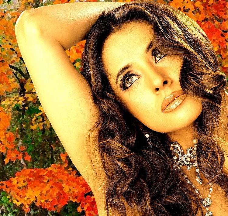 Urmila Matondkar Romancing Gorgeous Face Wallpaper