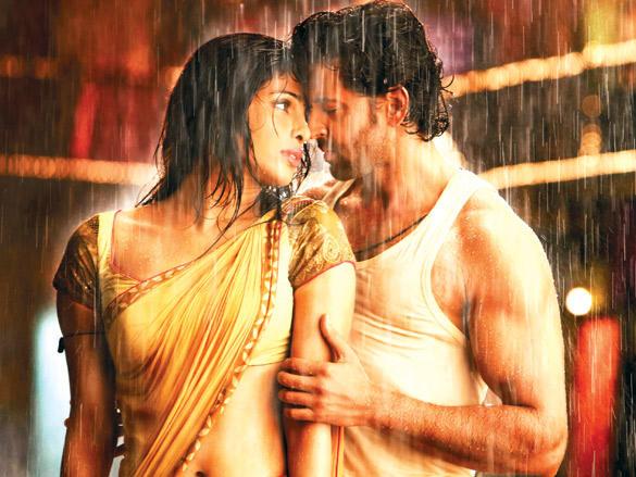Very intimate scene between Hrithik and Priynaka in Agneepath