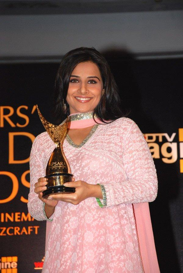 Vidya Balan Beauty Smile Pic With Awards