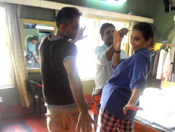 Vidya Balan Having Fun On The Sets of Kahaani