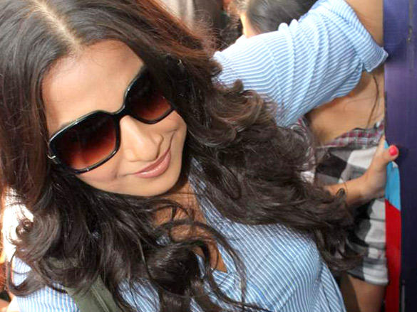 Vidya Balan Takes A Bus Ride Feb. 27 in Mumbai to Promote Kahaani