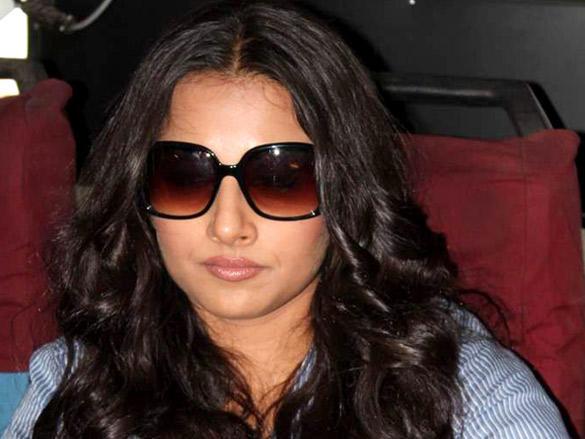 Vidya Balan hot pose wearing goggles