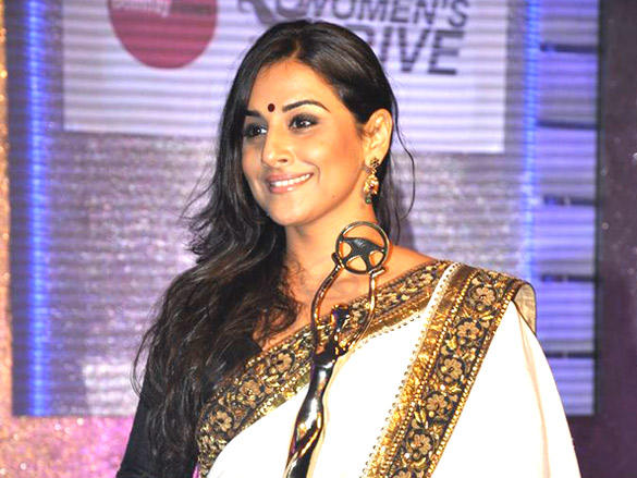 Vidya Balan with award at  Lavasa Women's Drive Awards 2012