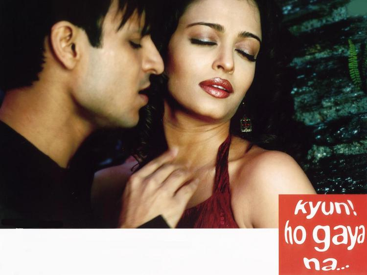 Vivek Oberoi and Aish Hot Scene In Kyon Ho Gaya Na
